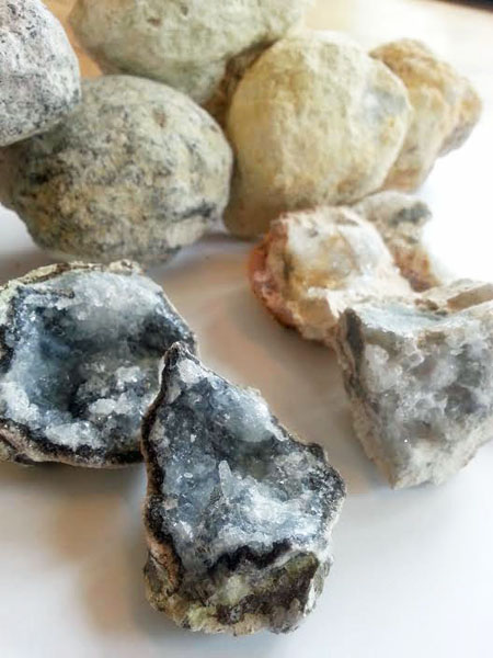 Geode Cracking and Stone Identification